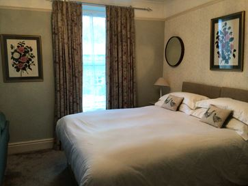 Studio Apartment Suite Large King/Twin bedded room. En suite Shower